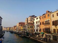 Venedik İtalya`nın en tarihi şehirlerinden birisi. Dört gün boyunca en önemli müzeleri, restoranları ve yaşantısını içeren bu şehri tıklayın ve bizimle gezin... www.geziyorum.net/venedik