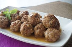 Albóndigas en salsa de cebolla -  Albóndigas en salsa un plato que gusta a todos en casa y que no puede faltar. Estas que os traigo son en salsa de cebolla, aunque como más se conocen es con tomate. Las albóndigas en salsa de cebolla, quedan muy buenas y no puede faltar un buen trozo de pan.    Albóndigas en salsa de ceb... - http://www.lasrecetascocina.com/albondigas-en-salsa-de-cebolla/