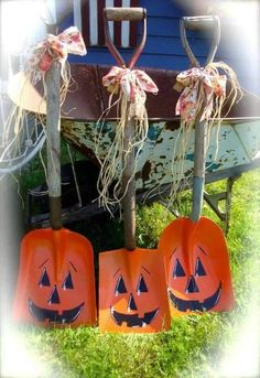 35 Halloween Mason Jars Craft Ideas For Using Mason Jars For with size 3000 X 1500 Fall Halloween Decorations Crafts - A superb method to add a lot of plea Fall Projects, Halloween Projects, Halloween Pumpkins, Holidays Halloween, Halloween Crafts, Halloween Decorations, Rustic Halloween, Halloween Displays, Halloween Painting