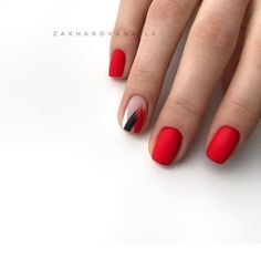 Semi-permanent varnish, false nails, patches: which manicure to choose? - My Nails Nail Art Cute, Cute Nails, Pretty Nails, Red Nail Art, Minimalist Nails, Hair And Nails, My Nails, Bling Nails, Short Red Nails