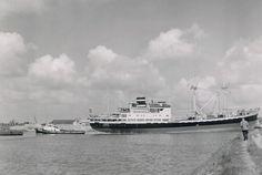 Gesleept van de bouwwerf Vuyk te Capelle a/d IJssel   naar Rotterdam door de sluis van de Stormvloedkering  http://vervlogentijden.blogspot.nl/2015/04/elke-dag-een-nederlands-schip-uit-het_87.html