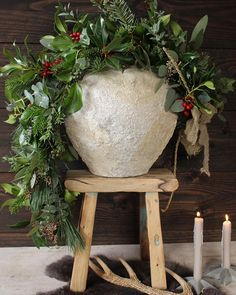 Christmas selection: gift ideas for her - HomeCNB Christmas Planters, Christmas Porch, Christmas Mood, Christmas Centerpieces, Christmas Images, Rustic Christmas, Xmas Decorations, Vintage Christmas, Christmas Crafts
