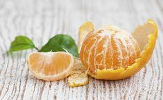 Você sabia que as cascas de laranja podem ser reaproveitadas na limpeza, decoração e alimentação? Conheça algumas maneiras criativas para reaproveitá-las.