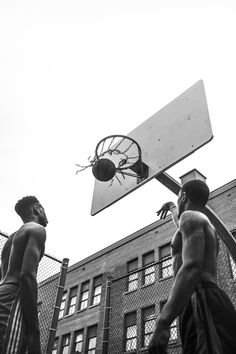 Street Basketball, Basketball Art, Basketball Pictures, Boy Photography Poses, Black Photography, Street Photography, Adventure Photography, Gray Aesthetic, Black And White Aesthetic