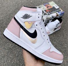 Cute Nike Shoes, Cute Sneakers, Nike Air Shoes, Shoes Sneakers, Girls Sneakers, Women's Shoes, Nike Air Jordans, Air Jordans Women, Air Jordan Sneakers