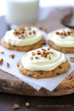 Carrot Cake Pecan Cookies with Orange Cream Cheese Frosting. Soft, cake-like cookies with the tastiest cream cheese frosting ever! Carrot Cake Cookies, Pecan Cookies, Yummy Cookies, Yummy Treats, Sweet Treats, Köstliche Desserts, Delicious Desserts, Dessert Recipes, Yummy Food