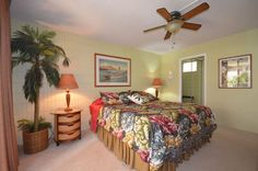 Large, Tropical & Great Location- STEPS... - HomeAway Kihei Bed, Condos, Maui, Furniture, Tropical, Vacation, Home Decor, Products, Homemade Home Decor