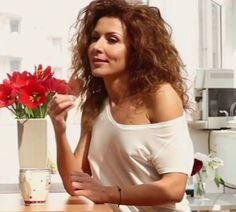 Care crezi ca e desertul preferat al lui Carmen Bruma Lose Weight, One Shoulder, Fitness, Inspiration, Reading, Women, Books, Fashion, Mists