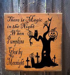Halloween Sign Pumpkin Sign Halloween decor por FarmhouseChicSigns, $19.95