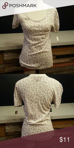 Giraffe print t-shirt Cute giraffe print t-shirt in great condition. This Tommy Hilfiger shirt is great. Add a little zest to your next outfit. The print has a purple grayish color. Tommy Hilfiger Tops Tees - Short Sleeve