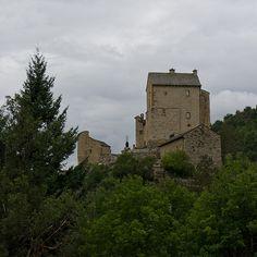 Château (XIIIe-XVIIe s.) de Miral, Bédouès (Lozère)