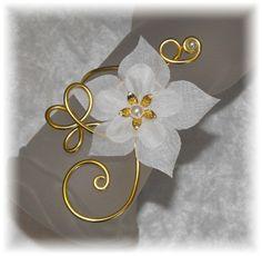Bracelet mariage fleur soie blanche Perles Aluminium doré Fleur de lys