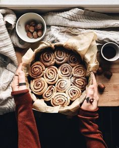 Cinnamon rolls for that cozy Autumn feeling - hey there pumpkin - Dessert Autumn Aesthetic, Christmas Aesthetic, Autumn Cozy, Autumn Feeling, Autumn Fall, Autumn 2017, Autumn Nature, Soft Autumn, Daylight Savings Time