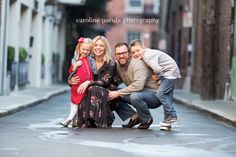 Family Portrait Poses, Family Picture Poses, Family Picture Outfits, Family Photo Sessions, Family Posing, Mini Sessions, Picture Ideas, Photo Ideas, Urban Family Pictures
