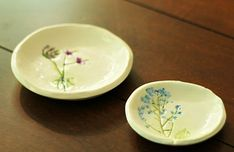 Handmade Pressed Flower Jewelry Dish  •  Free tutorial with pictures on how to make a clay bowl in under 120 minutes