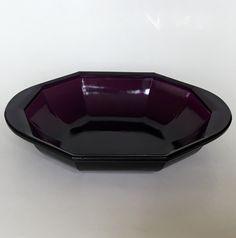K.P.C. de Bazel dish executed by Glassfactory Leerdam circa 1919-1920. Dutch Nieuwe Kunst.