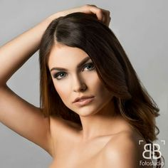 Beauty Shooting Photo: BB Fotostudio Visa: Flavia Ungar #professionell #photoshooting #makeup #natural #model #brown #hair #naked #studio