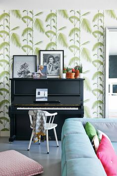 Botanisch behang | botanical wallpaper |  Fotograaf James Stokes | Styling Femke Dekker-ter Meulen | Bron: vtwonen augustus 2015