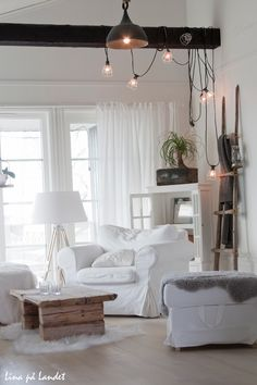 Is it just me that loves white furniture!!! I feel like it makes everything look clean!!! Love it!!!