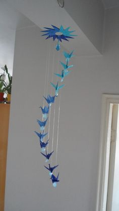 Mobil Origami, Origami Mobile, Hanging Origami, Origami Paper Crane, Handmade Crafts, Diy And Crafts, Paper Crafts, Paper Flowers Diy, Christmas Crafts