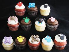 Bear & Paw Cupcakes, Custom Favors, Party Favors, Gifts, Edible