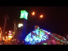 Downtown Las Vegas Container Park Praying Mantis With Fire! - YouTube