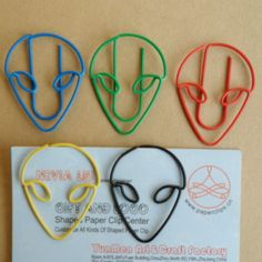 ET shaped paper clips Paper Clips Diy, Diy Paper, Alien Party, Plastic Clips, Mini Things, Wire Crafts, Chainmaille, Bookmarks, Heart Shapes