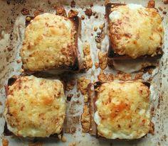 Συνταγές για μικρά και για.....μεγάλα παιδιά: ΙΔΕΕΣ ΓΙΑ ΠΑΡΤY –ΑΠΛΑ ΓΡΗΓΟΡΑ ΟΙΚΟΝΟΜΙΚΑ ΤΟΣΤΑΚΙΑ!!!! Currant Jelly, Grilled Ham And Cheese, Sandwiches, King Arthur Flour, Confectioners Sugar, Fries, Good Food, Brunch, Appetizers