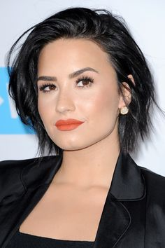 Demi Lovato with short, swept hair (just below the ears). 2015 Hairstyles, Short Hairstyles For Women, Celebrity Hairstyles, Mohawk Hairstyles, Sienna Miller, Jennifer Lawrence, Kristen Stewart, Short Hair Cuts, Short Hair Styles