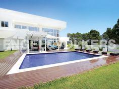 NUEVA PROPIEDAD DE LA SEMANA: Villa moderna en lugar urbano #Ibiza