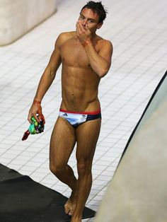 Wow Tom Daley ... Who want to be his cougar???