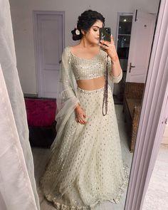 Stealer Looks For 2020 Brides :- Wanderlust Fashion Party Wear Indian Dresses, Designer Party Wear Dresses, Indian Gowns Dresses, Indian Bridal Outfits, Indian Bridal Fashion, Indian Fashion Dresses, Dress Indian Style, Indian Designer Outfits, Indian Wear