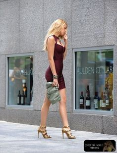 serena's burgundy bodycon dress