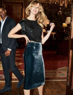 Comfort, meet style (yes, we're the perfect matchmakers). A silk velvet fabric makes this skirt super soft, while its high-waisted cut and below-knee length is as flattering as it gets. It's fully lined, and the material has a bit of stretch to help you sashay through your day with ease.