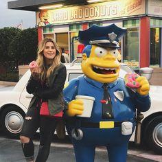 """68.6 mil curtidas, 323 comentários - Niina (@niinasecrets) no Instagram: """"Comendo um donut com meu brother  compramos nossos ingressos dos parques no @orlandoingressos,…"""""""