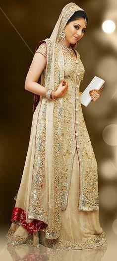 pretty off white and red lehenga Pakistani Gowns, Pakistani Wedding Dresses, Pakistani Outfits, Bridal Dresses, Wedding Lenghas, Pakistani Couture, Indian Outfits, Stylish Dresses, Fashion Dresses