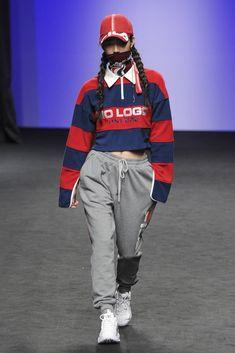 Korean Fashion Trends you can Steal – Designer Fashion Tips Korean Outfits, Trendy Outfits, Fashion Outfits, Fashion Ideas, Simple Outfits, Korean Fashion Trends, Korean Street Fashion, Look Fashion, Runway Fashion