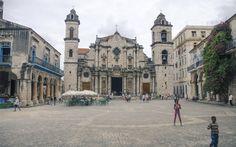Hotel Palacio O' Farrill, situado en una esquina de la Habana Vieja y muy cerca de la hermosa entrada de la Bahía de La Habana y de la Plaza de la Catedral, aflora como genuino representante de la arquitectura neoclásica de moda en Cuba en los inicios del siglo XIX.