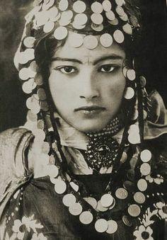 100年以上前の北アフリカや中東のかなり貴重な女性写真 - DNA