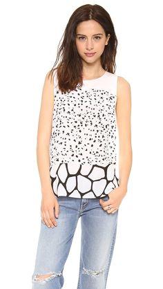 Pin for Later: 15 Blusen für die Arbeit, die nicht langweilig sind Club Monaco Printed Sleeveless Bluse Club Monaco Malone Shirt ($130)