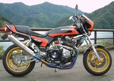 Cool Help identifying the modifications done to this Honda CB750 Super Sport. (I'm really loving this aggressive looking bike and would love to know what's...