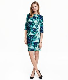 Fitted dress in textured woven fabric with a printed pattern and 3/4-length raglan sleeves. Visible zip and slit at back. Unlined.
