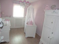 Kinderkamer Roze Grijs : Mamavanjenthe nursery pink landelijk wonen babykamer roze