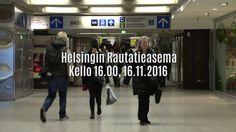 Eppu Normaali yllätyskeikalla Helsingin rautatieasemalla 16.11.2016