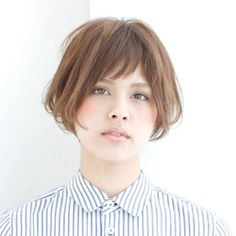 髪型/ヘアスタイル/Hairstyle/前下がりのショートボブスタイル。ざくっと切った前髪で可愛さをプラスしました。