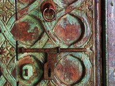 Detail India carved door...
