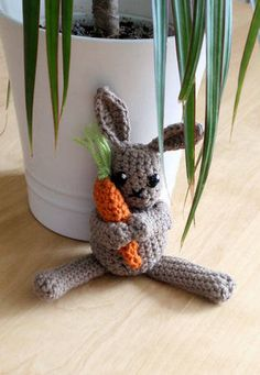 Easter bunny (now with pattern) - CROCHET