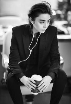 6 Sides of Fan Bingbing for Grazia China Androgynous Fashion, Tomboy Fashion, Pretty People, Beautiful People, Tomboy Girl, Fan Bingbing, Human Poses, Attractive People, Pose Reference
