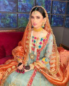 Simple Mehndi Dresses, Bridal Mehndi Dresses, Simple Pakistani Dresses, Wedding Dresses For Girls, Bridal Outfits, Wedding Suits, Girls Dresses, Asian Wedding Dress Pakistani, Pakistani Fashion Party Wear