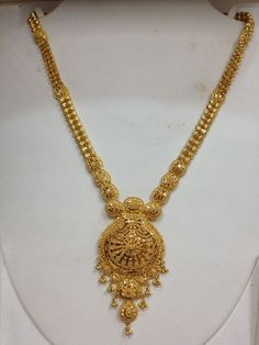 Light phata set in 22kt Real Gold Jewelry, Gold Jewelry Simple, Gold Jewellery Design, Simple Necklace, Gold Necklace, Bridal Jewelry, Shagun Envelopes, Jewelry Patterns, Indian